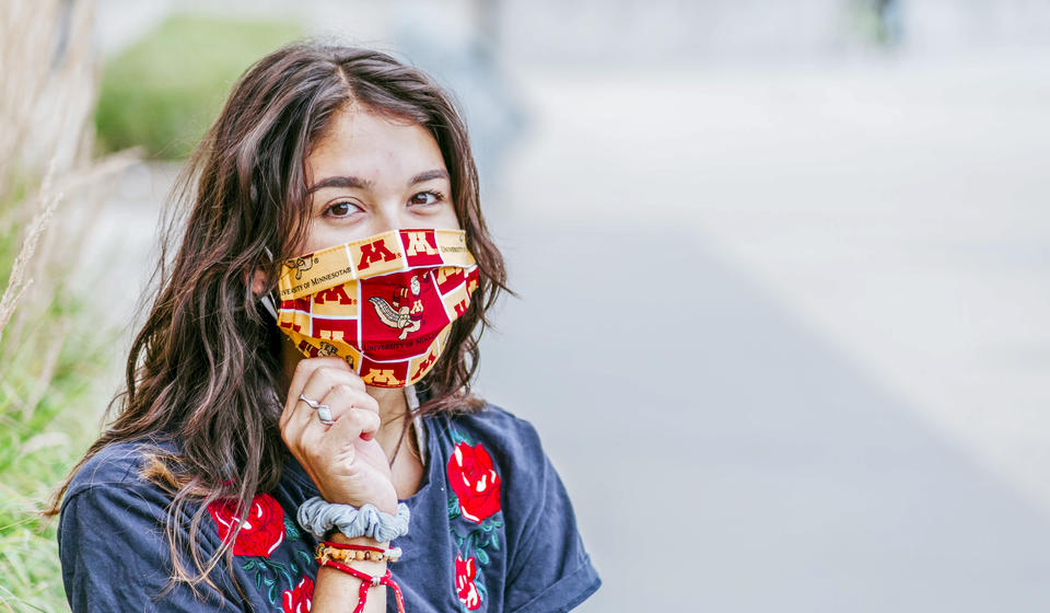 UMN student wearing a mask